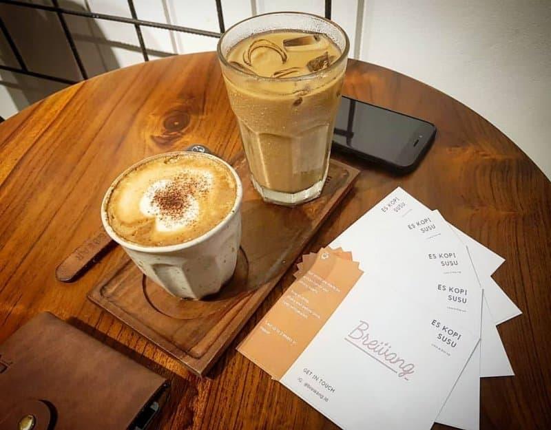 cafe di buah batu yang unik