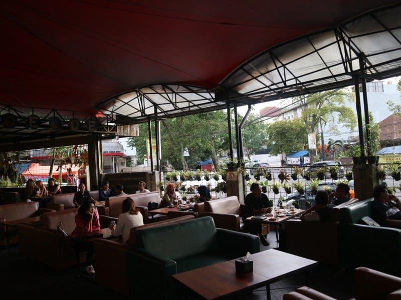 cafe anak muda di buah batu bandung
