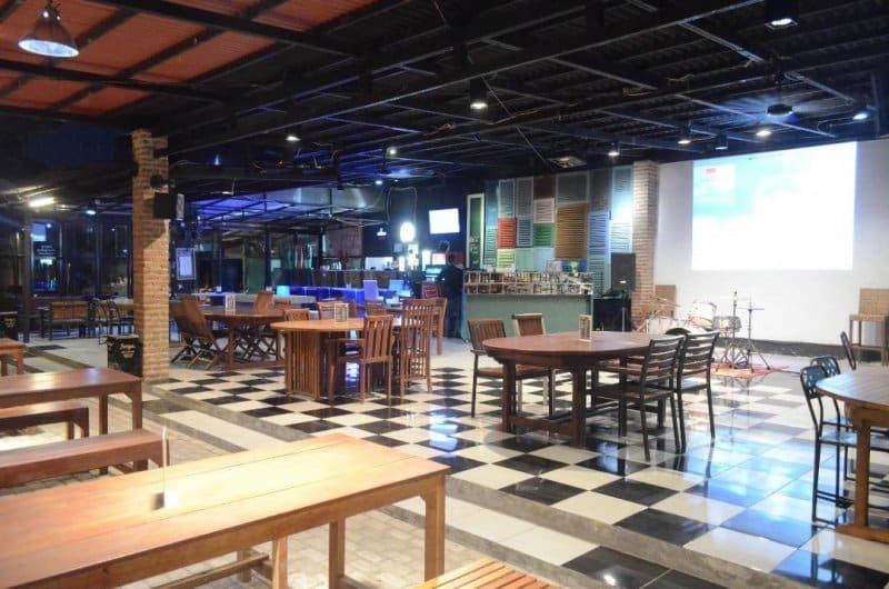 cafe di cirebon live music