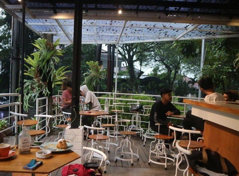 cafe untuk keluarga di jalan riau bandung