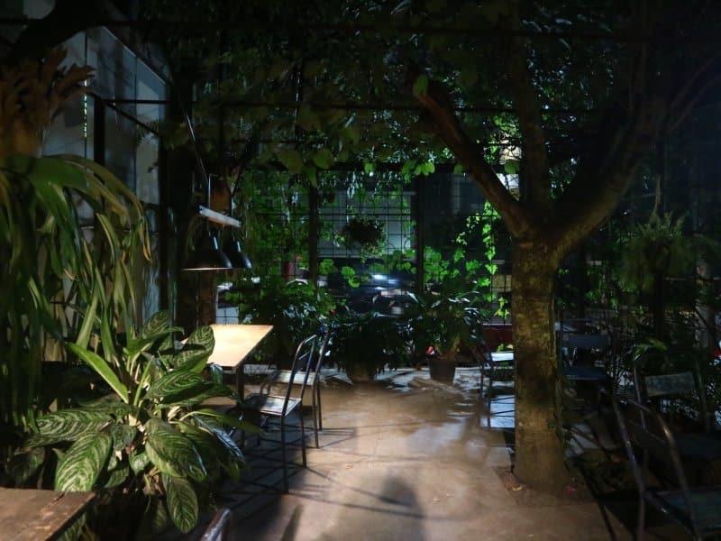 cafe di jalan riau Blue Doors