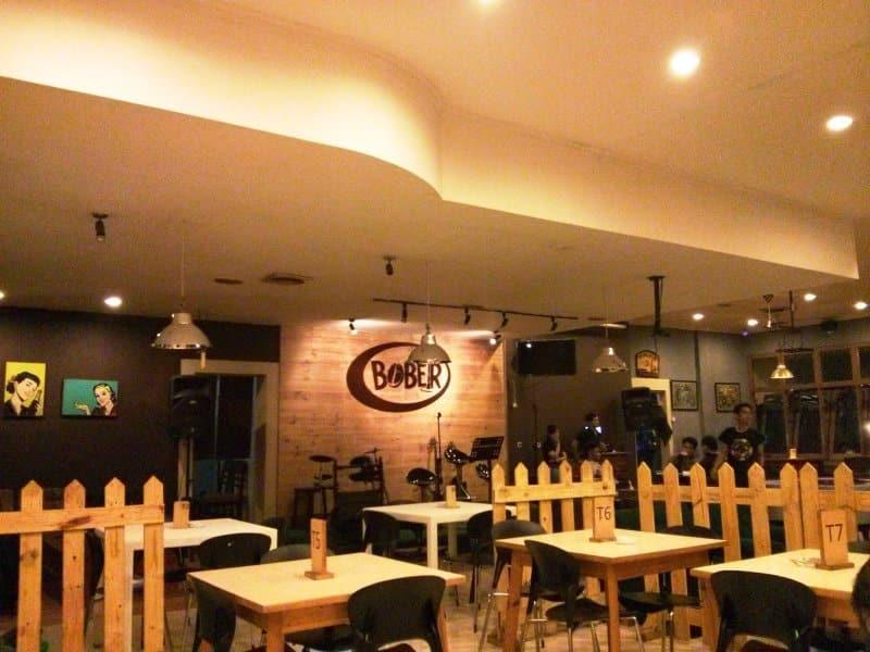 cafe di jalan riau untuk ulang tahun
