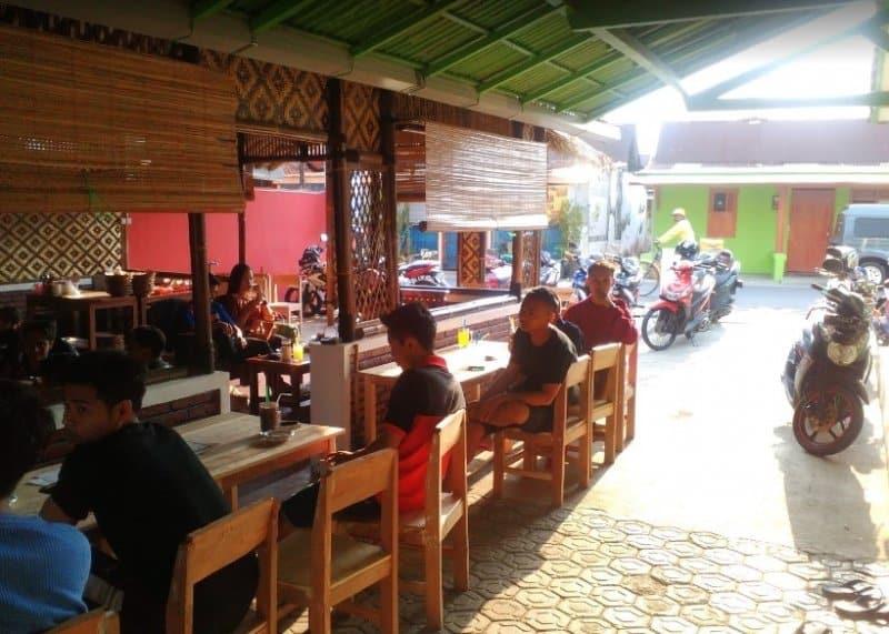 cafe clovis purbalingga