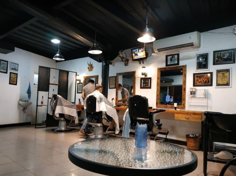 cafe di jember DFlaneur Barbershop and Cafe