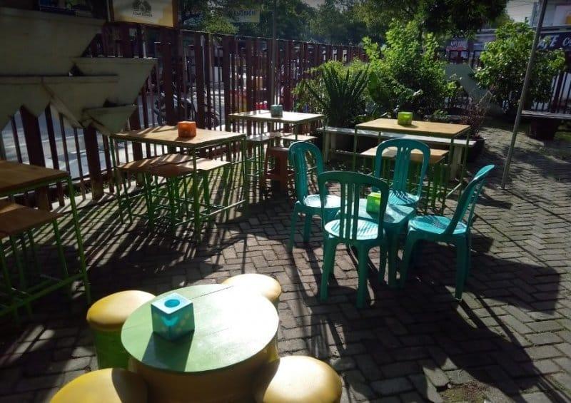cafe di lamongan unik