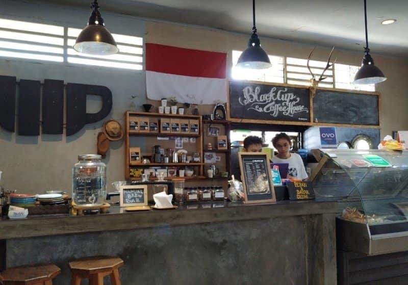 cafe di manado unik