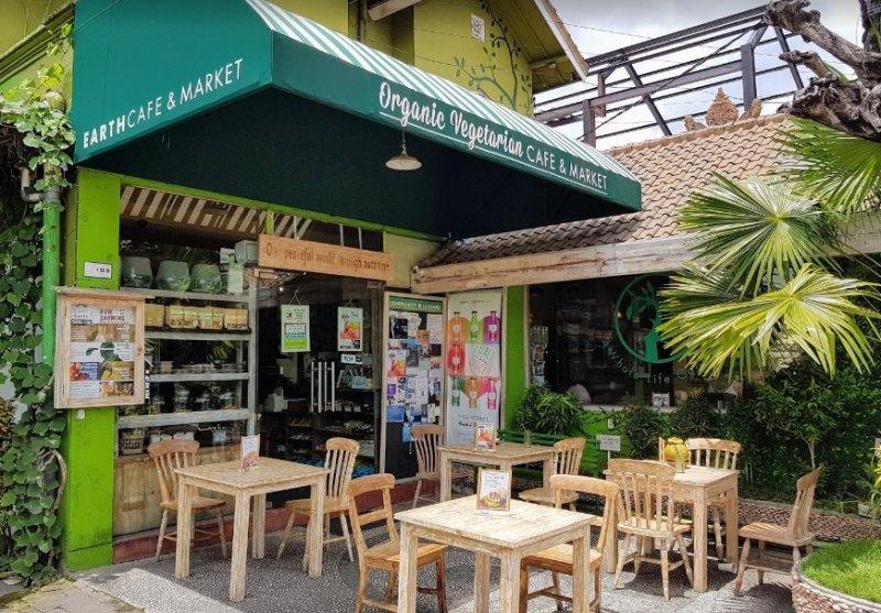 cafe di seminyak paling santai