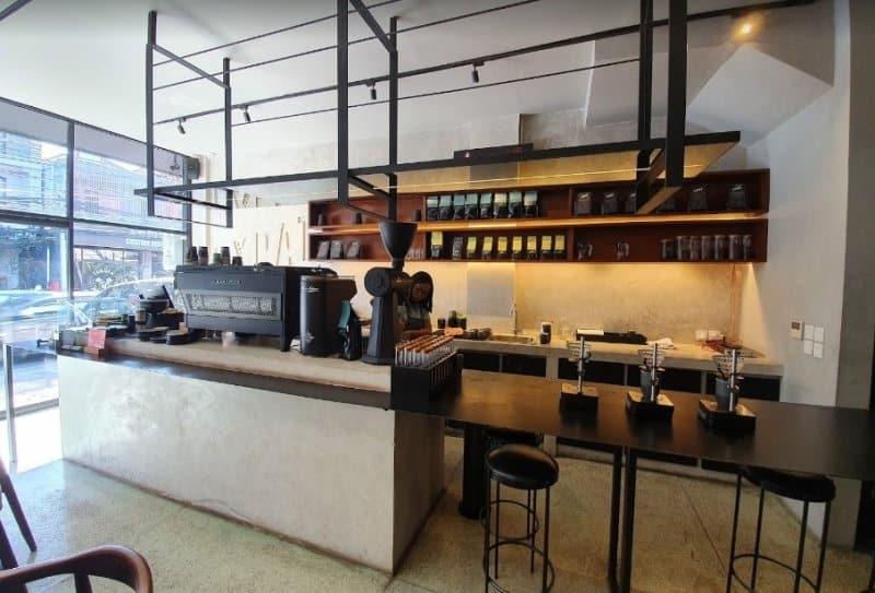 cafe di seminyak ramai