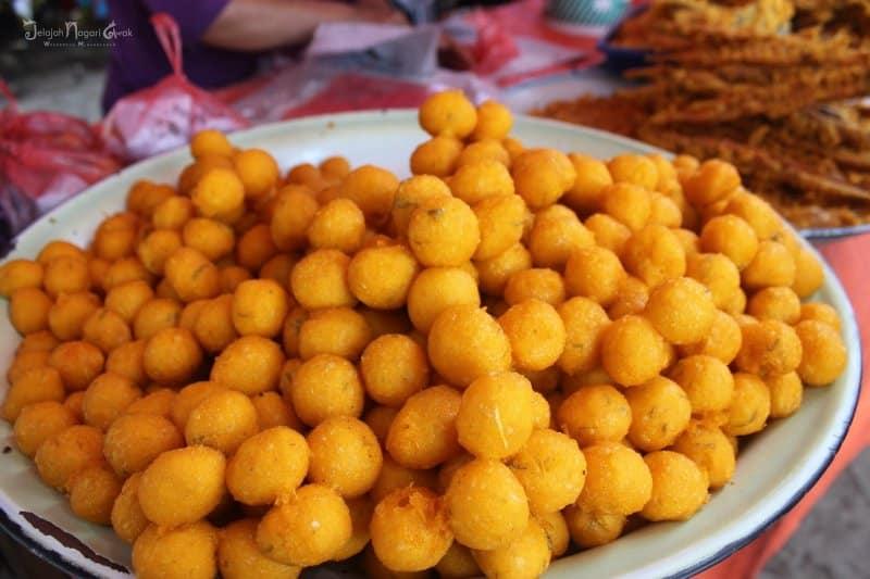 makanan tradisional adat padang
