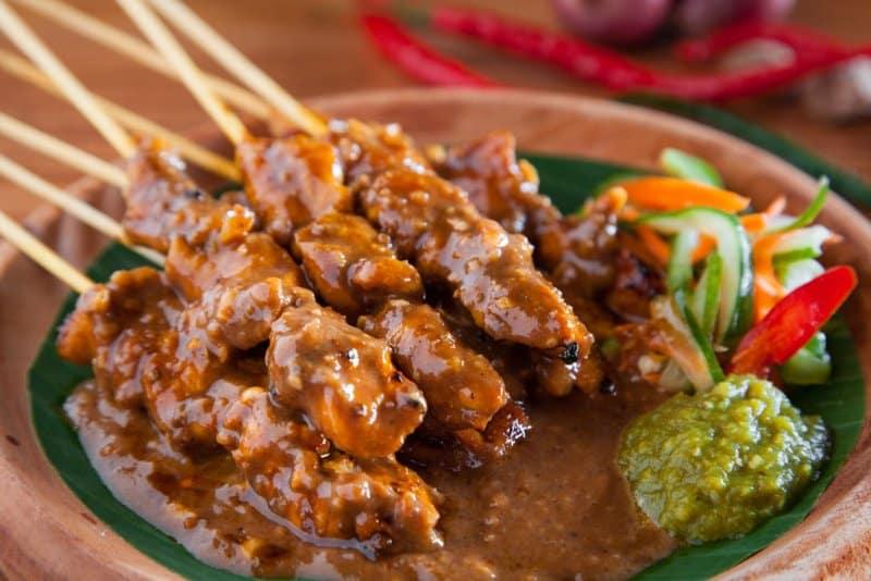 makanan khas minangkabau sumatera dengan rempah rempah