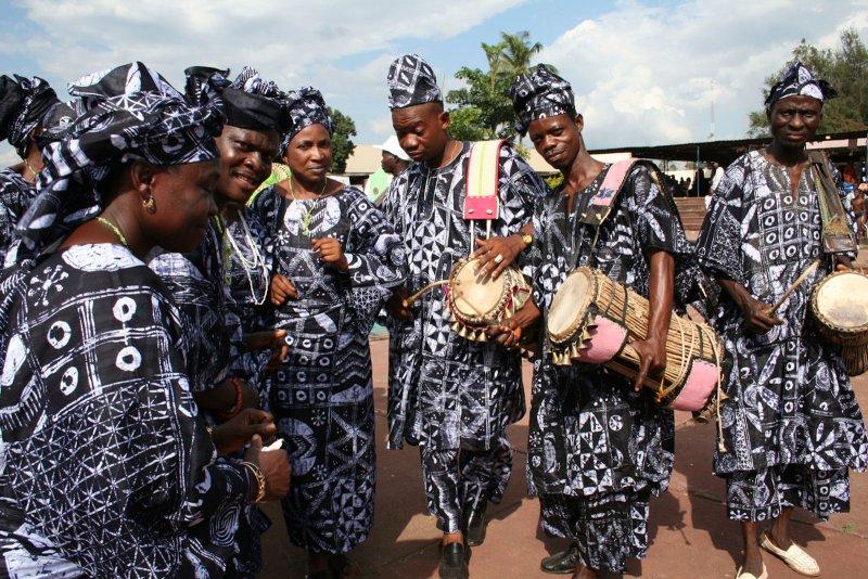 pakaian tradisional khas nigeria
