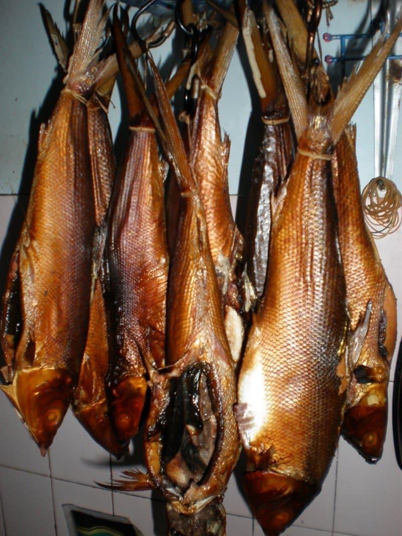 makanan khas sidoarjo bandeng asap