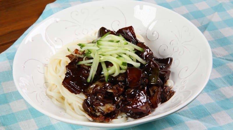 makanan khas korea selatan jjajangmyeon
