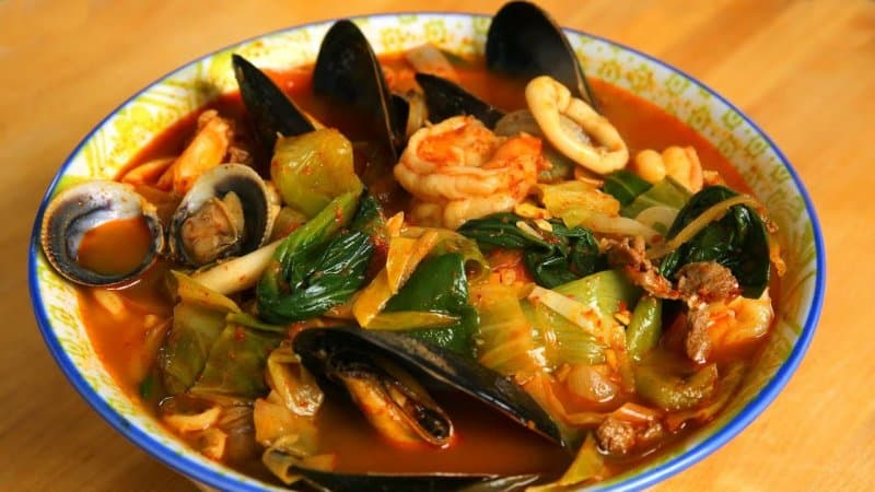 makanan khas korea selatan jjampong