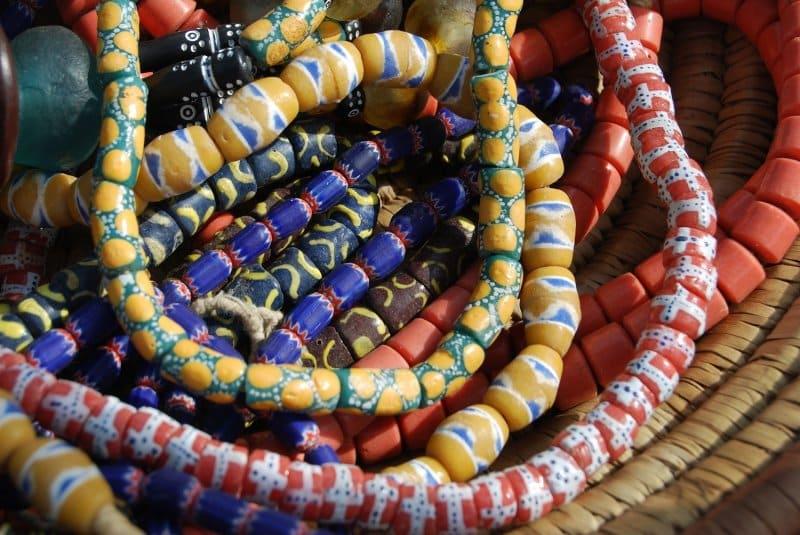 perhiasan oleh-oleh khas afrika