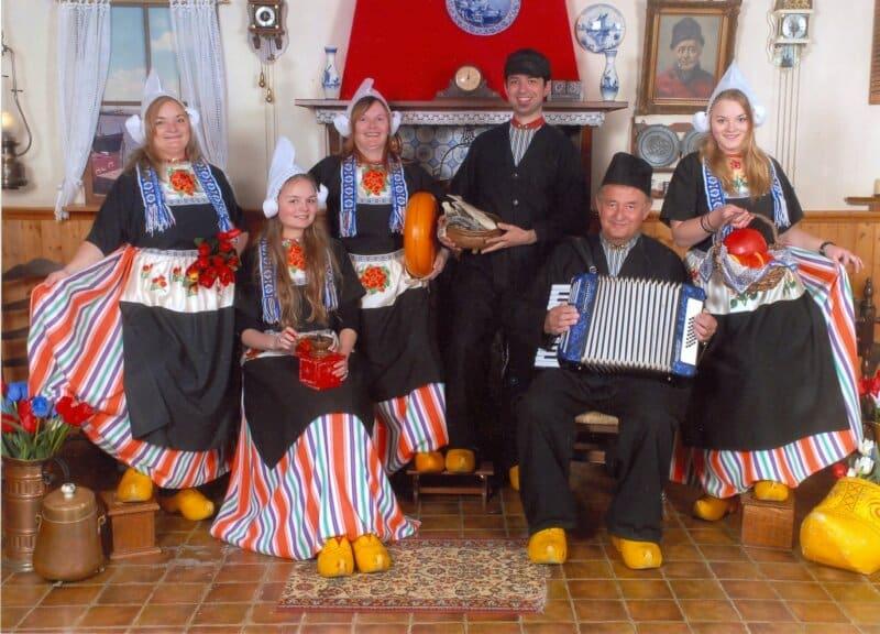 Baju-Tradisional-Belanda
