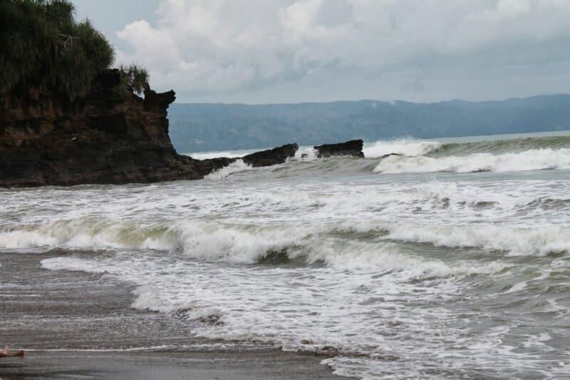 Pantai-Karang-Hawu