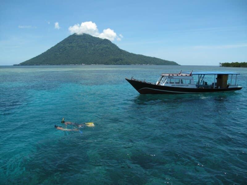 Pulau-Manado-Tua