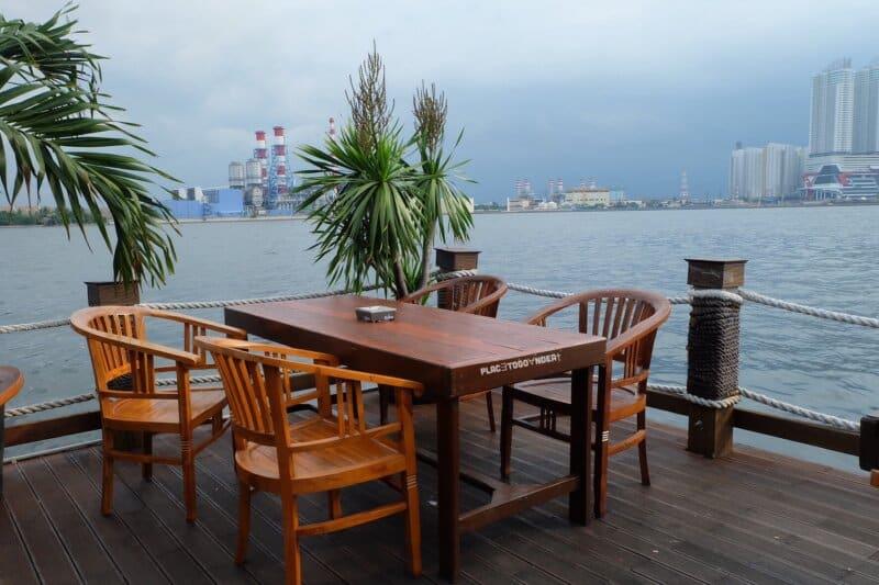 Pantai-Cafe