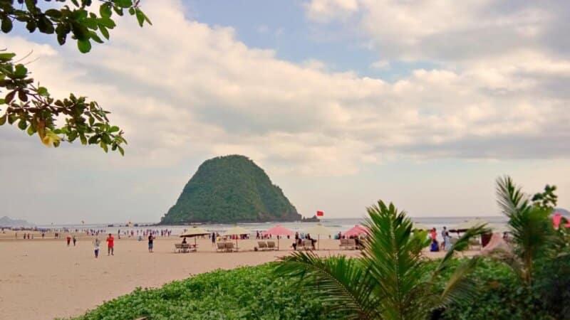 Akses dan Rute Menuju Pantai Pulau Merah Banyuwangi