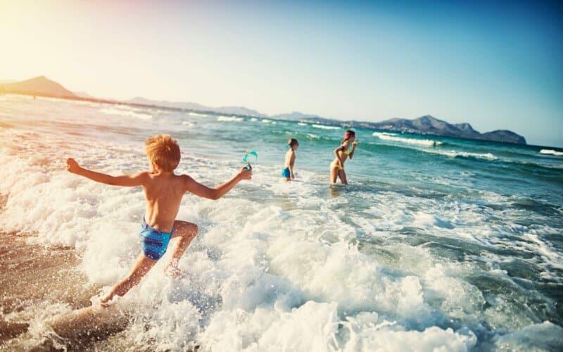 Bermain Air dan Berenang