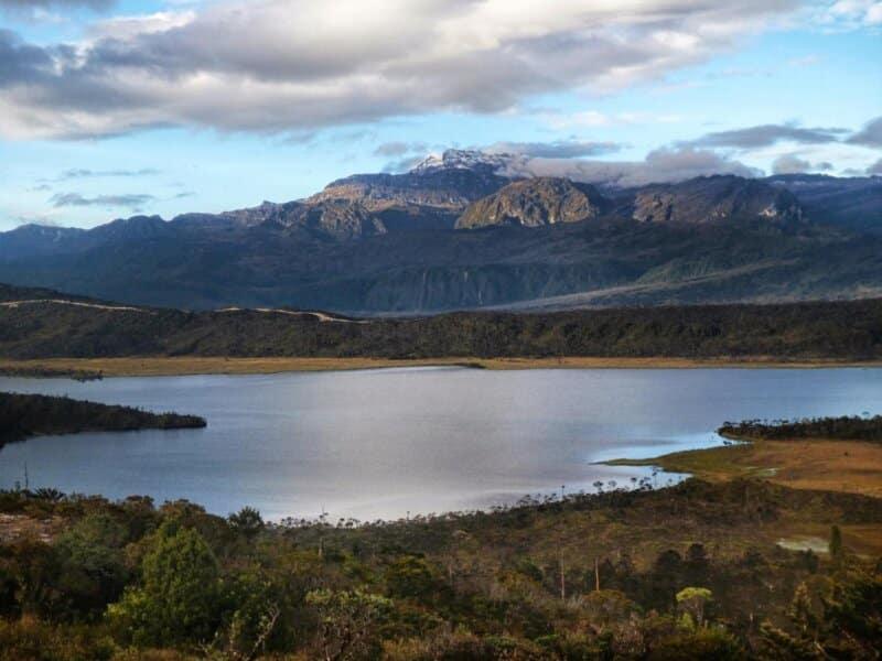 Danau Tertinggi dan Sungai Tak Bermuara