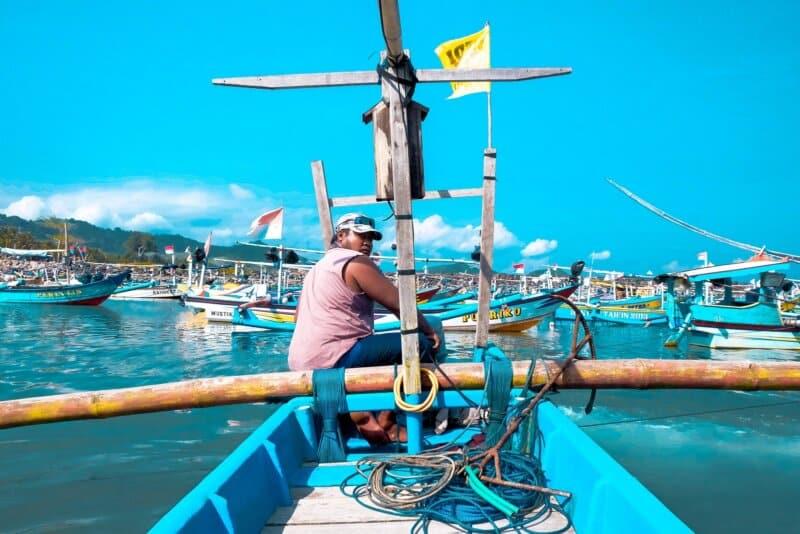 Menaiki Perahu