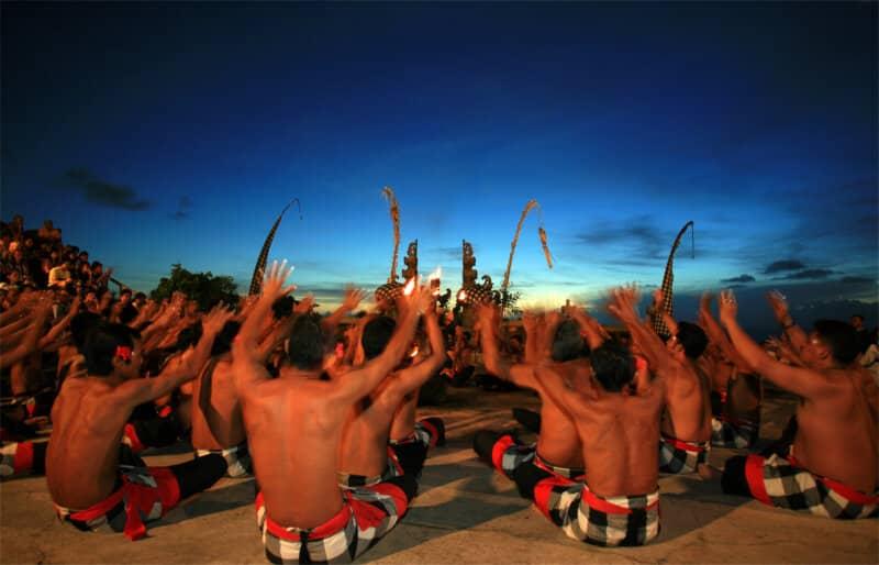Menyaksikan Tari Tradisional Bali