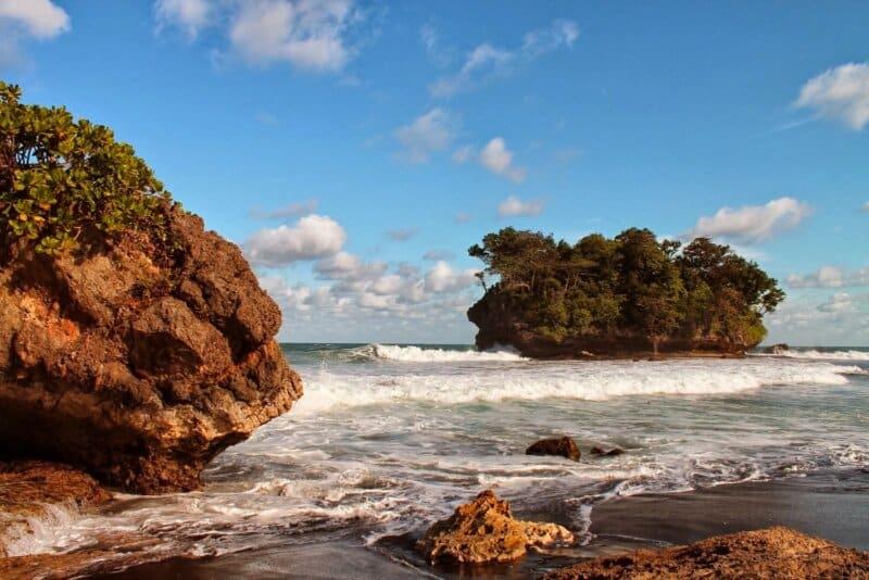 Akses dan Rute Menuju Pantai Legok Jawa