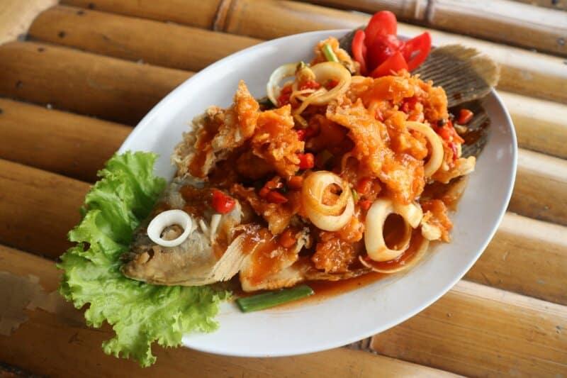Ayunan Kayu dan Kuliner Sekitar Pantai
