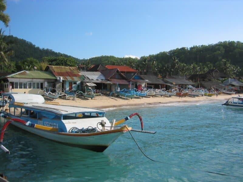 Fasilitas di Pantai Padang Bai