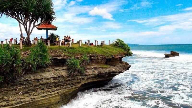Melihat Panorama Pantai dari Ketinggian