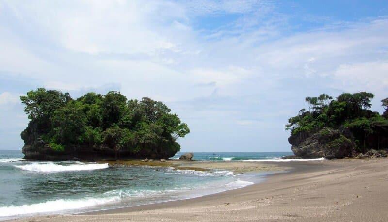 Pulau Terapung di Tengah Laut