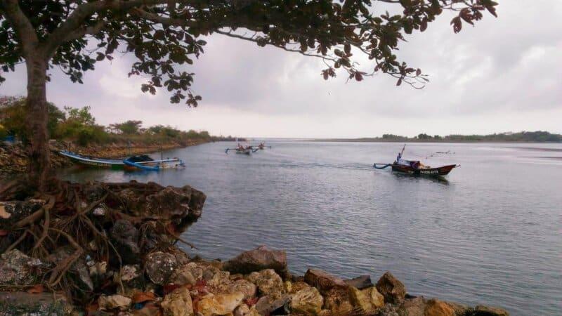 Tips Berwisata ke Pantai Batu Karas