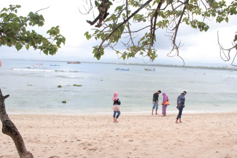 Fasilitas di Pantai Solok Timun