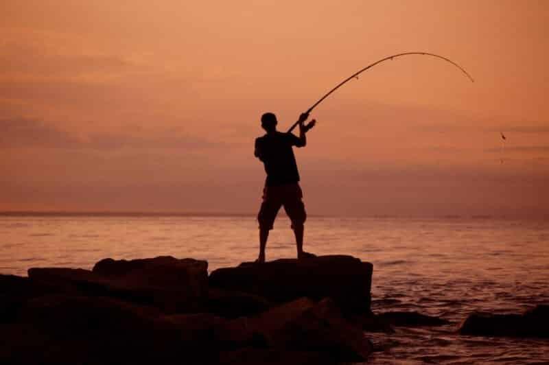 Memancing dan Bakar-Bakar Ikan