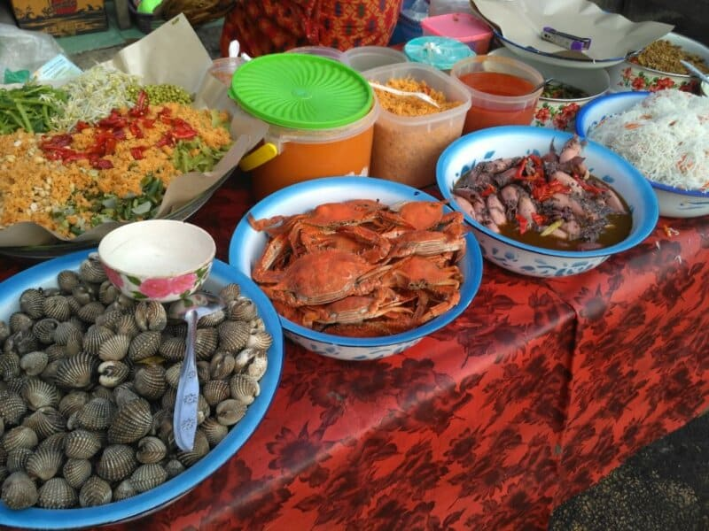 Menyantap Seafood