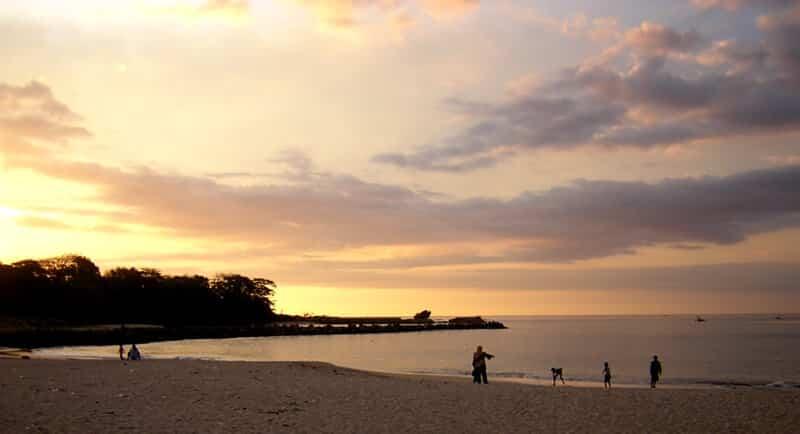 Tips Berwisata di Pantai Santolo