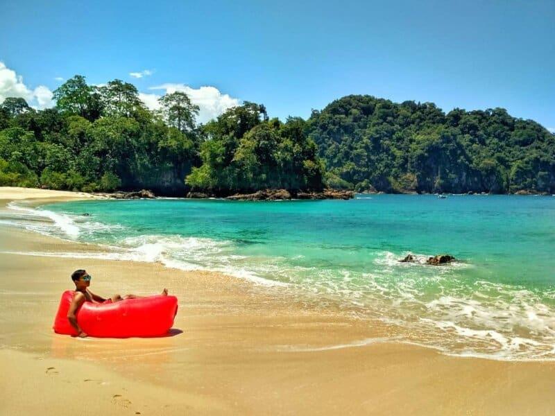 Tips Berwisata ke Pantai Teluk Hijau