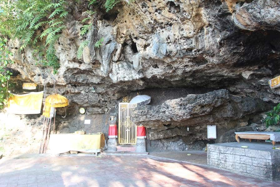 Batu Ukir Besar Persis Gong