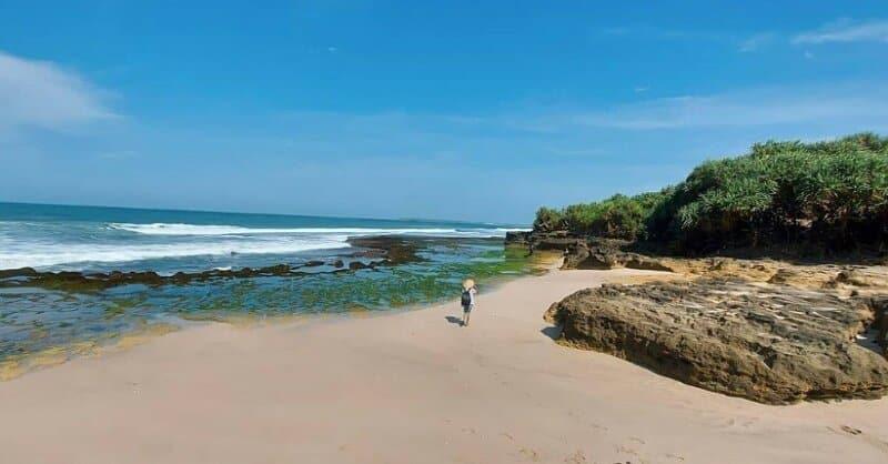 Santai-di-Kawasan-Pesisir-Pantai